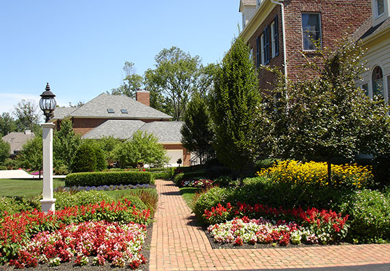 Estate Gardener Services is an affiliate company of Peabody Landscape Group landscaping company in Columbus Ohio